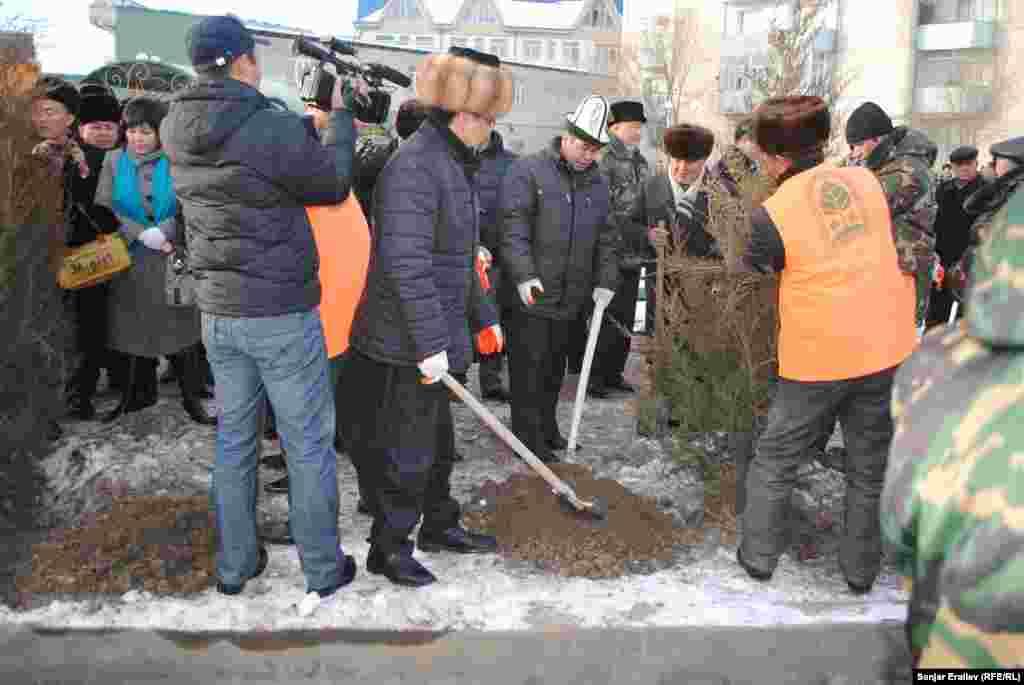 Пресс-служба мэрии Оша проинформировала, что власти города пообещали превратить это место в Центр журналистов