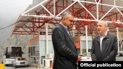 საქართველოს პრემიერ-მინისტრი ვანო მერაბიშვილი მცხეთა-მთიანეთის გუბერნატორ ცეზარ ჩოჩელთან ერთად ლარსის საბაჟო-გამშვებ პუნქტს ესტუმრა