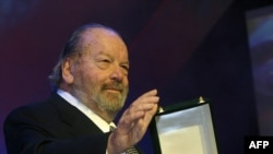Bud Spencer receiving an award in Cairo in 2004.