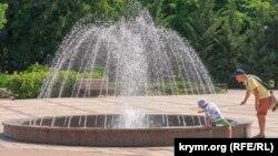 Симферопольские «тропики». Аномальная жара в крымской столице (фотогалерея)