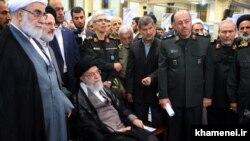 سایت رهبر ایران گزارش داده که نمایشگاه دستاوردهای وزارت دفاع ایران در محل سخنرانی علی خامنهای برپا شده است.