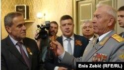 Ruski general dodjeljuje odlikovanje gradonačelniku Zagreba Milanu Bandiću
