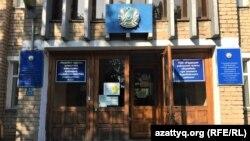 """Әкімдік жанындағы """"Бурабай"""" аудандық газеті редакциясы отырған ғимарат. Щучинск, 25 тамыз 2021 ж."""