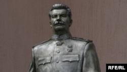 Zaporizhzhya's Stalin monument, head intact