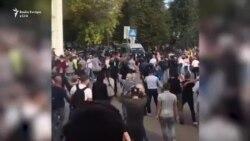 Policia qëllon në ajër për të shpërndarë protestuesit në Bjellorusi