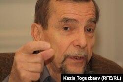 Құқық қоррғаушы Лев Пономарев. Алматы, 13 желтоқсан 2012 жыл.