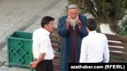 Türkmen ýaşulysy.