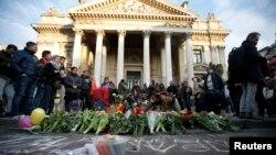 تجمع مردم بروکسل برای یادبود قربانیان حملات مرگبار روز سه شنبه در این شهر