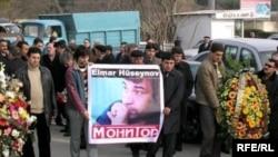 Elmar Hüseynov 2005-ci il martın 2-də evinin qarşısında qətlə yetirilib
