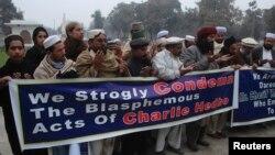 """Траурная акция в Пакистане, в память исламистов-""""шахидов"""", убитых в Париже во время терактов в начале января. Пешавар, 11 января"""