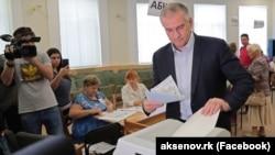 Российский глава Крыма Сергей Аксенов голосует на местных «выборах». Симферополь, 8 сентября 2019 года