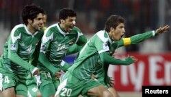 لاعبو المنتخب العراقي يحتفلون بفوزهم على البحرين