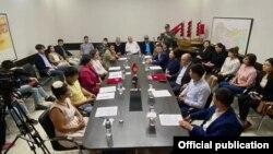"""""""Ата Мекен"""" жана """"Реформа"""" партияларынын меморандумга кол коюу учуру. Бишкек. 11-сентябрь, 2021-жыл."""