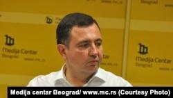 Драгомир Анѓелковиќ - политички аналитичар