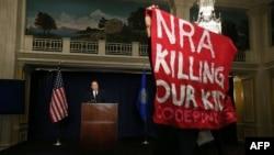 """NRA называет себя """"крупнейшим и наиболее эффективным защитником Второй поправки к Конституции США"""""""
