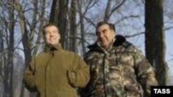 Медведев Раҳмонро ба яке аз кӯлҳои мамнӯъгоҳи Завидово ба моҳигирӣ бурд