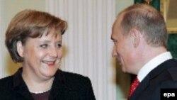 Ангела Меркель и Владимир Путин на встрече в Кремле 16 января 2006 г.