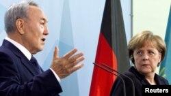 Президент Казахстану Нурсултан Назарбаєв і канцлер Німеччини Анґела Меркель (архівне фото)