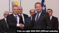 Fahrudin Radončić (SBB) i Bakir Izetbegović (SDA) su potpisali sporazum o saradnji 2015. godine, ilustrativna fotografija