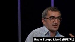 Ernest Vardanean în studioul Europei Libere
