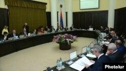 Armenia - A weekly cabinet meeting in Yerevan, 26Mar2015.