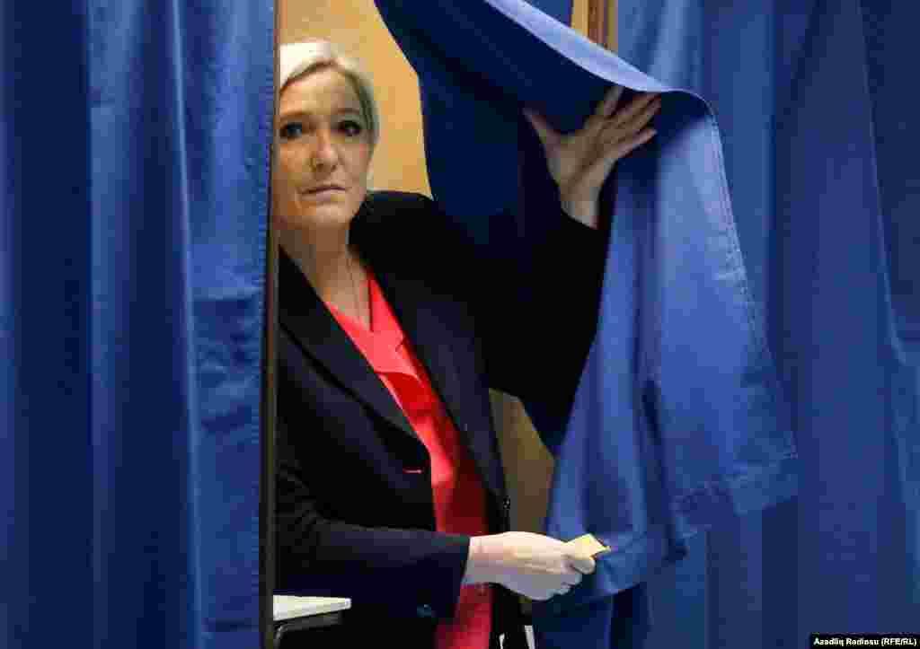 Prezidentliyə namizəd Marine Le Pen səs verir