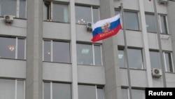 Ruska zastava na zgradi administracije u Sevastopolju, Krim, arhiv