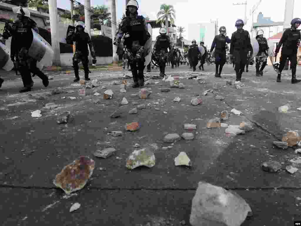 В Гондурасе обостряется кризис, вызванный возвращением свергнутого президента Мануэля Селайи