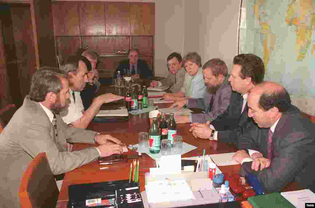 Boris Berezovsky (front right) at Russian-Chechen talks in Moscow on July 11, 1997