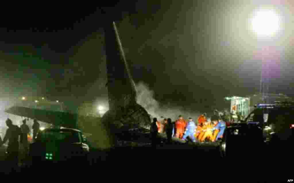 """24-августта Бишкекте """"Манас"""" аэропортуна жакын жерден """"Боинг"""" учагы кырсыктап, 65 адам чыга албай күйүп кетти."""