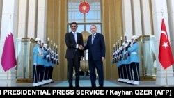 امیر قطر روز چهارشنبه دیداری با رجب طیب اردوغان داشت که سه ساعت و نیم به درازا کشید و در پی آن به آنکارا وعده کمک داد.