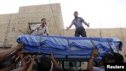 تشييع جنازة أحد ضحايا العنف في بغداد