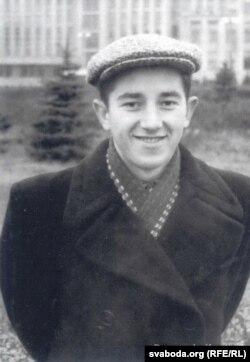Студэнт БДУ. 1955 год. Здымак з сайту baradulin.by