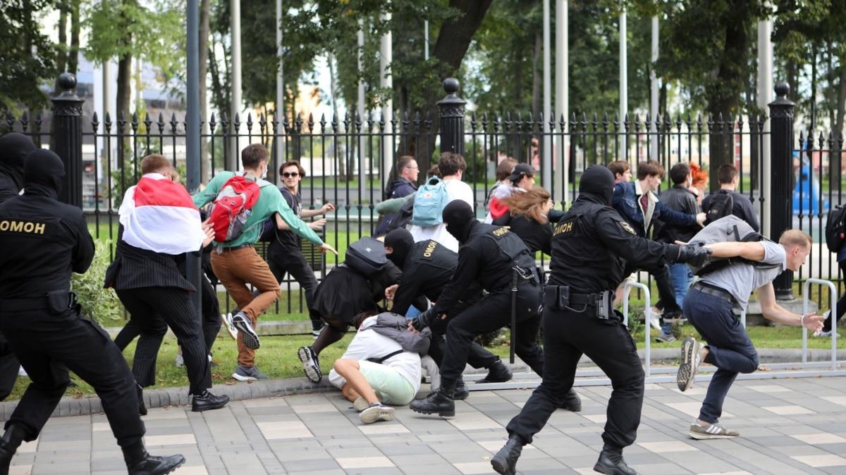 В Минске во время освещения студенческого протеста задержали нескольких журналистов