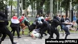 Апсења на протестите на студентите во Минск на 1 септември.