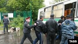 К повышенному вниманию со стороны милиции мигрантам в Москве не привыкать.