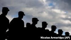 Militari americani la o ceremonie din Illesheim, Germany