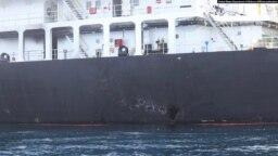 یکی از تصاویری که سنتکام منتشر کرده صدمه ناشی از انفجار احتمالی یک مین چسبان (در سمت چپ) بر بدنه نفتکش ژاپنی کوکوکا کاریجس را نشان میدهد.