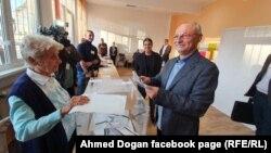 Ахмед Доган не се появява публично. На 27 октомври той публикува в страницата си във Фейсбук снимка как гласува на местните избори