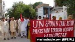 کوټه: بلوڅ ملتپالان د پاکستان د پوځ پر ضد مظاهره کوي.