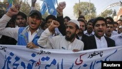 Анти-американски протести во Пешавар поради убиството на 24 пакистански војници.