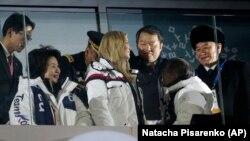 ژنرال کیم یونگ چل (راست) و ایوانکا ترامپ دختر رئیسجمهوری آمریکا در کره جنوبی در بازیهای المپیک زمستانی