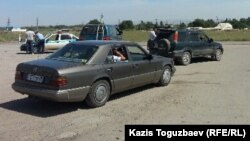 Блок-пост на въезде в село Шенгельды. Алматинская область, 21 августа 2013 года.