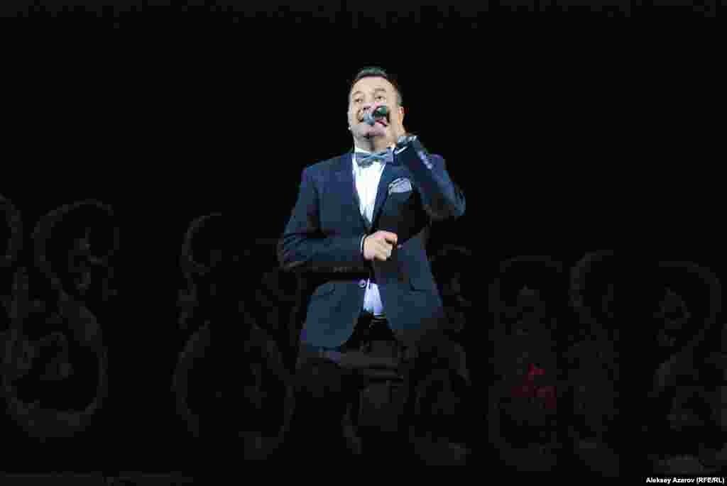 Халықаралық байқаулар лауреаты, композитор Ұлықбек Исаков (Өзбекстан) «Ёшлигимиз» әнін шырқады. Ол екі елде де (Қазақстан мен Өзбекстан) тұрып, жұмыс істейді.