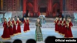 Торжественное открытие двенадцатого Международного музыкального фестиваля «Шарк тароналари» в Самарканде, 26 августа 2019 года. Фото с сайта президента Узбекистана.