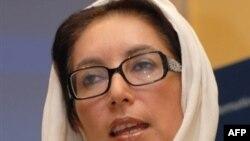 بی نظیر بوتو نخست وزیر پیشین پاکستان با پرویز مشرف، بر سر تقسیم قدرت، به توافق رسیده اند