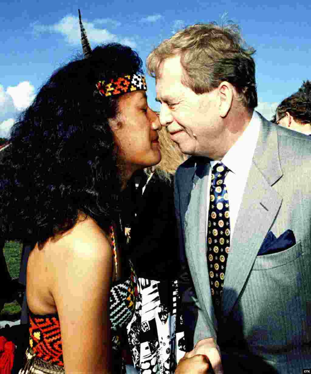 Havel greets a Maori girl in the traditional tribal way during a visit to New Zealand in 1995. (Stanislav Peska)