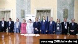 Участники раунда переговоров в формате 5+2 в Риме