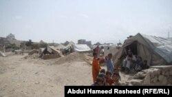 سره له دې چې نړیوالو په وروستیو تقریباً دوو لسیزو کې له افغانستان سره میلیاردونه ډالر مرسته کړې، اکثر خلک په شدید فقر کې ژوند کوي.