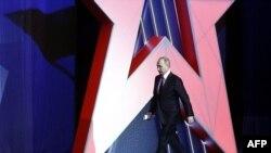 Путин перед речью в честь Дня защитника отечества в Кремле - 23 февраля 2017 г.